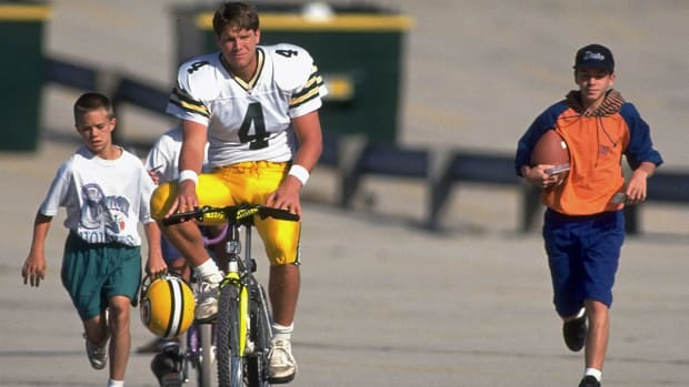 brett-favre-bike-packers-training-camp.jpg