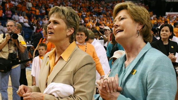 pat-summitt-holly-warlick-.jpg