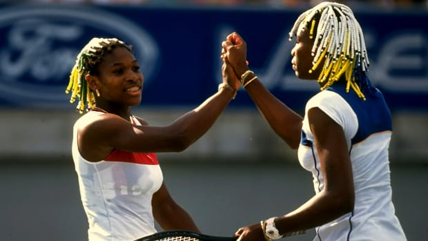 Venus-Serena-Williams-greet-net-1999