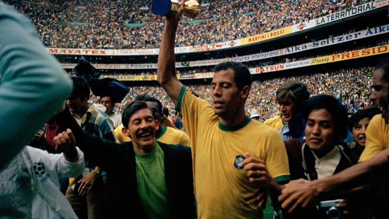 Pelé and pals retire the cup