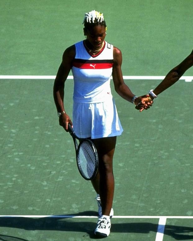 Venus-Serena-hands