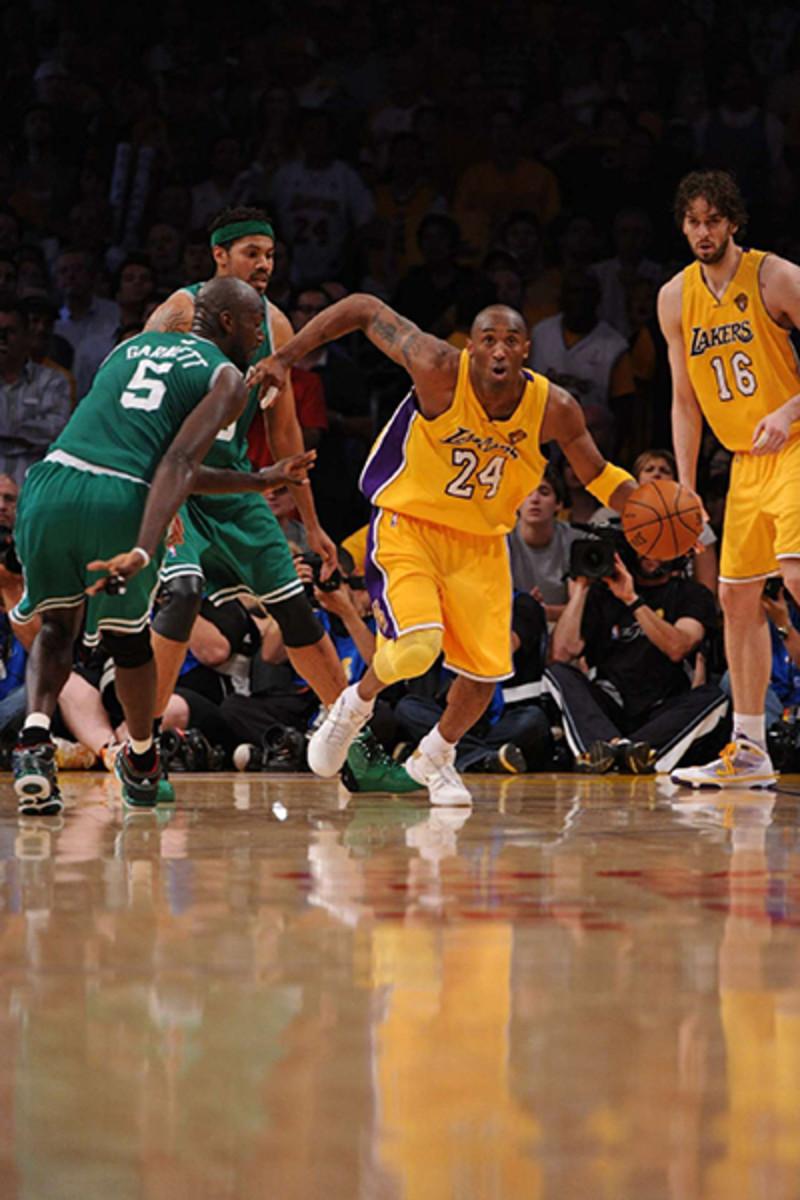 Kobe-dribble-2010.jpg