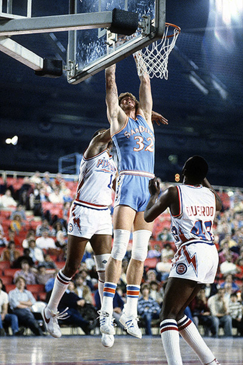 bill-walton-dunk.jpg