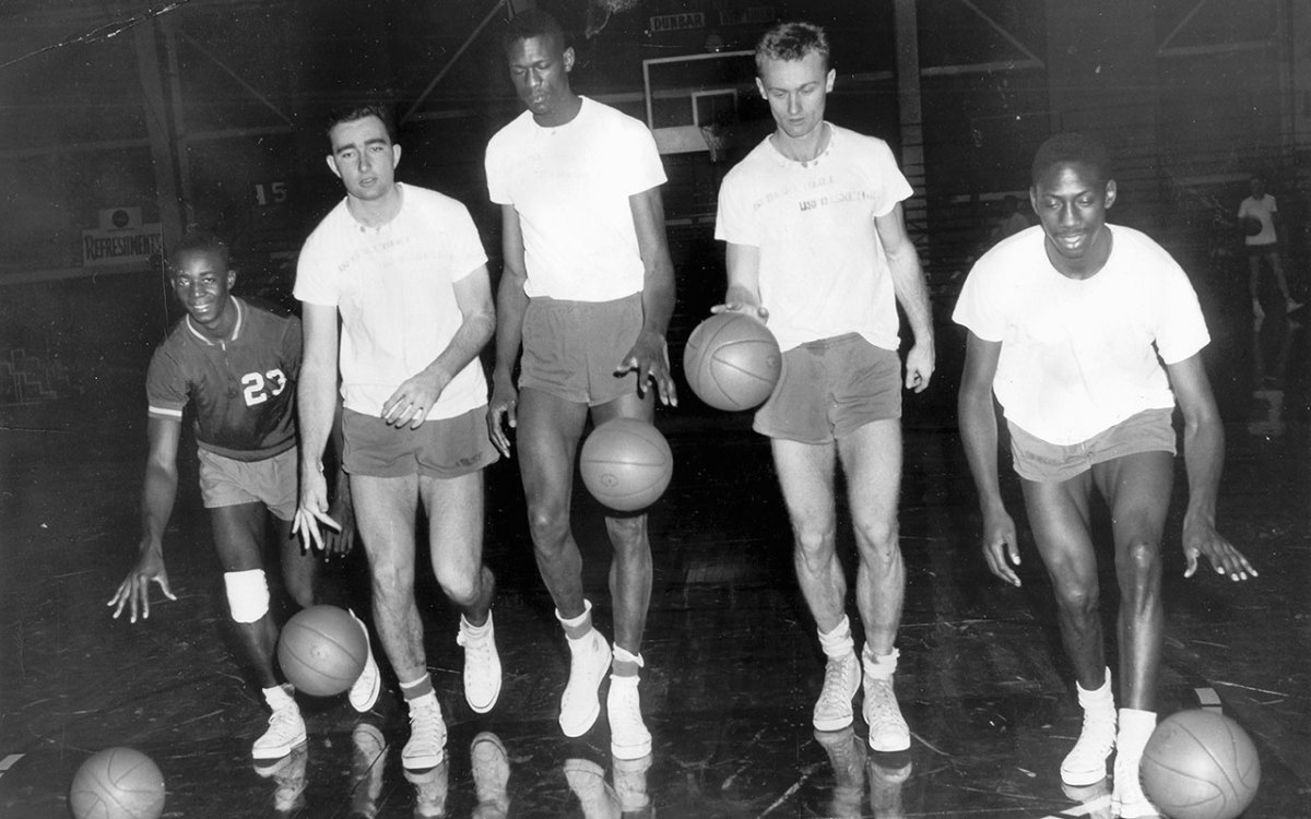 Bill Russell (center) and members of the University of San Francisco Dons basketball team