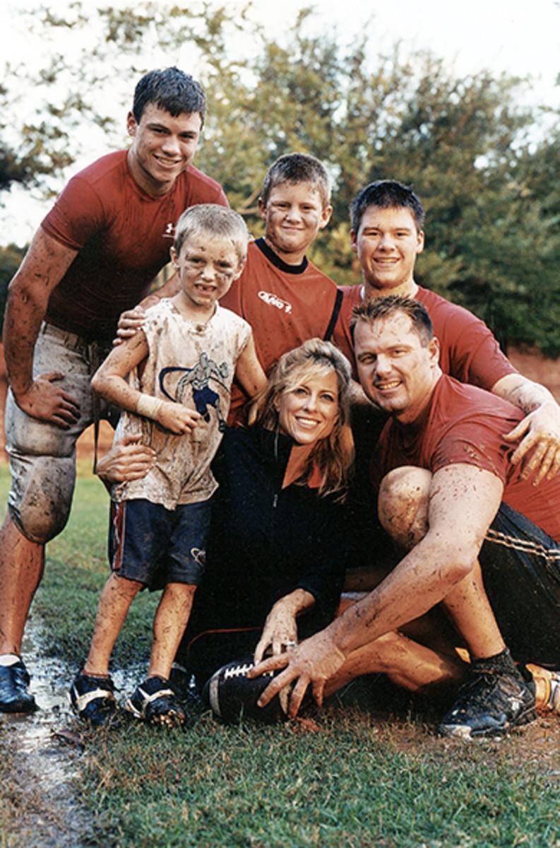 roger-clemens-family-2004.jpg