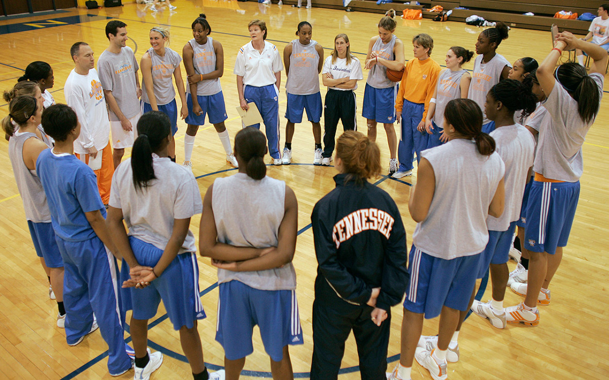 summitt-huddle.jpg