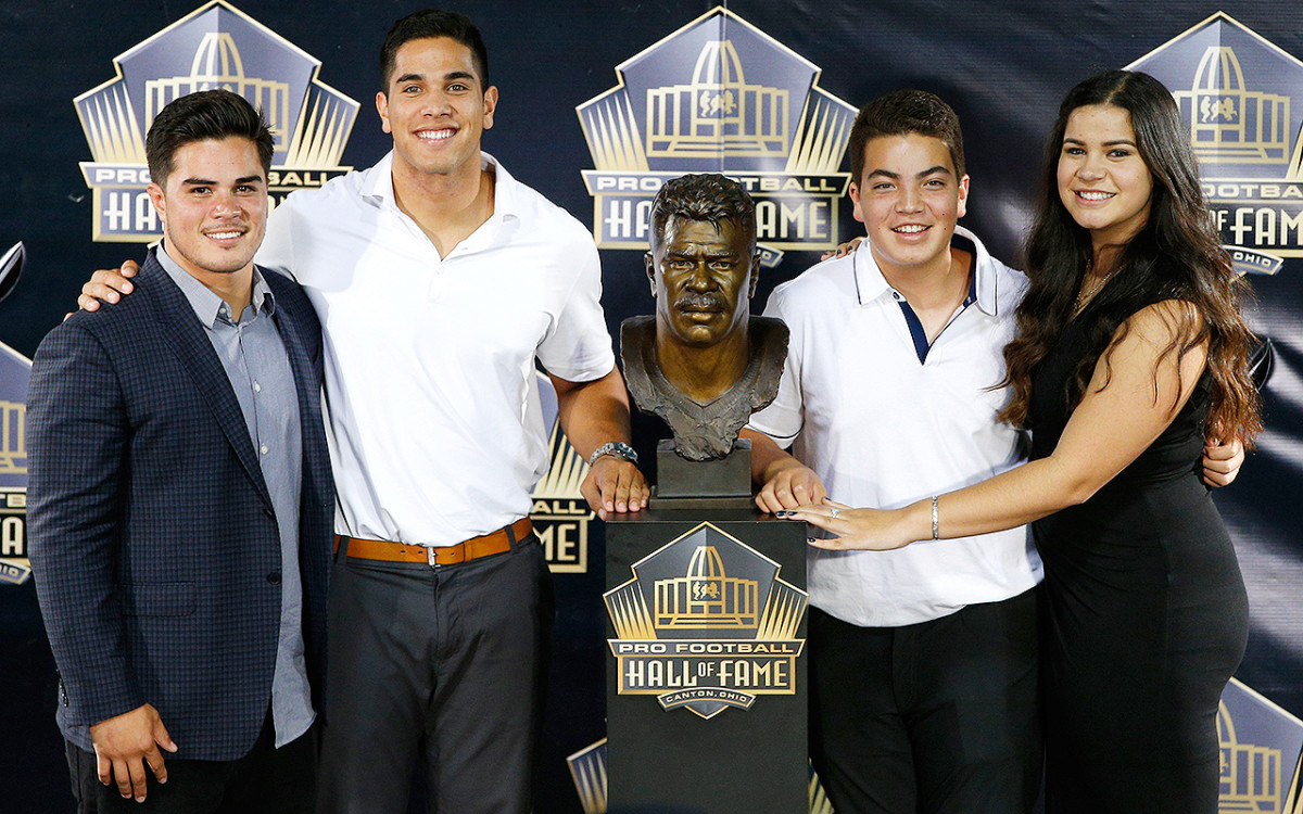 junior-seau-family.jpg