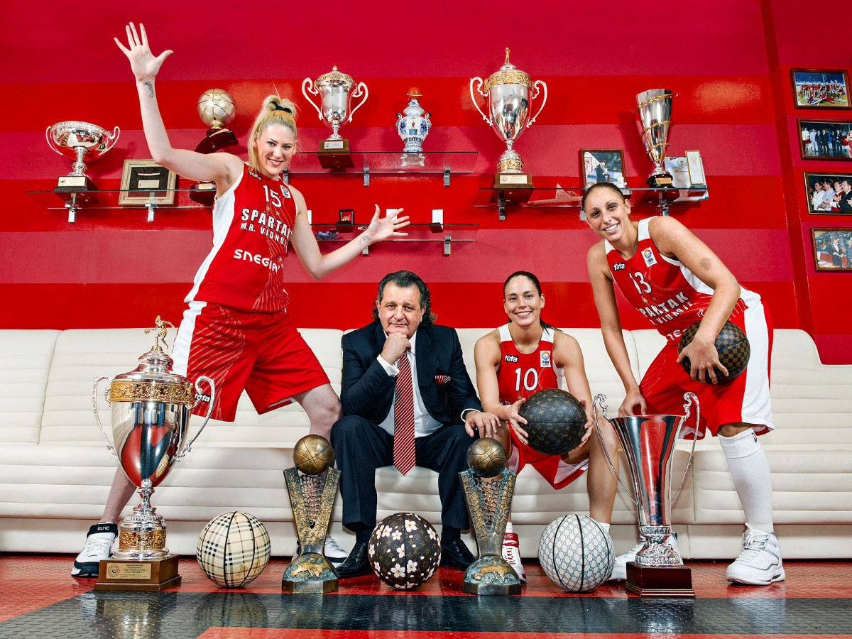 Russian League Basketball: Portrait of Russian oligarch and Spartak Moscow Region Vidnoe team owner Shabtai von Kalmanovic with (L-R) Lauren Jackson (15), Sue Bird (10), and Diana Taurasi (13) at Vidnoe Basketball Centre.  Moscow, Russia 10/27/2008